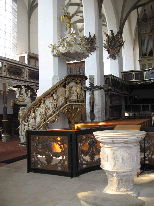 Taufstein und Kanzel (1678)